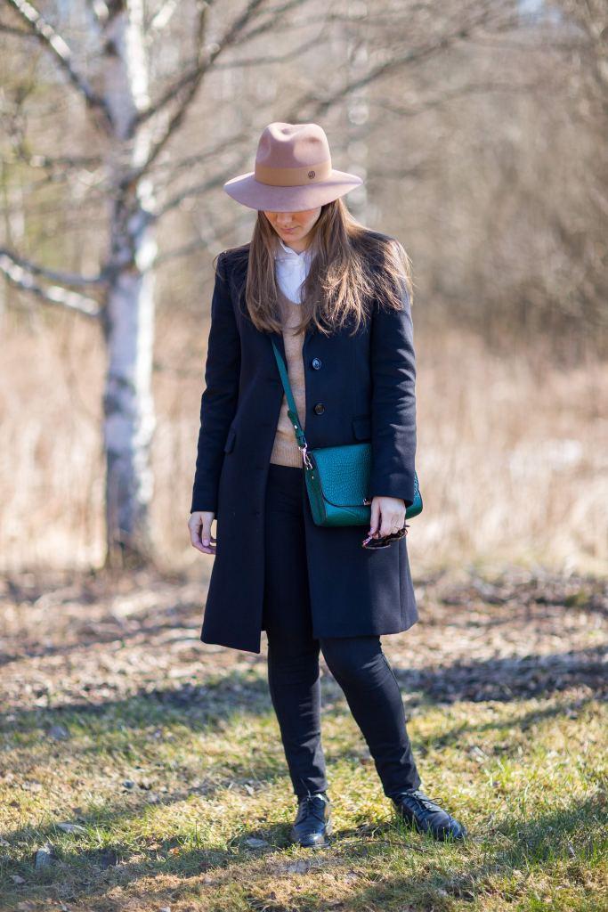 Maison Michel's Henrietta in light camel, Burberry coat, Burberry bag,  Мэзон Мишель шляпа, сумка Барберри, пальто Барберри