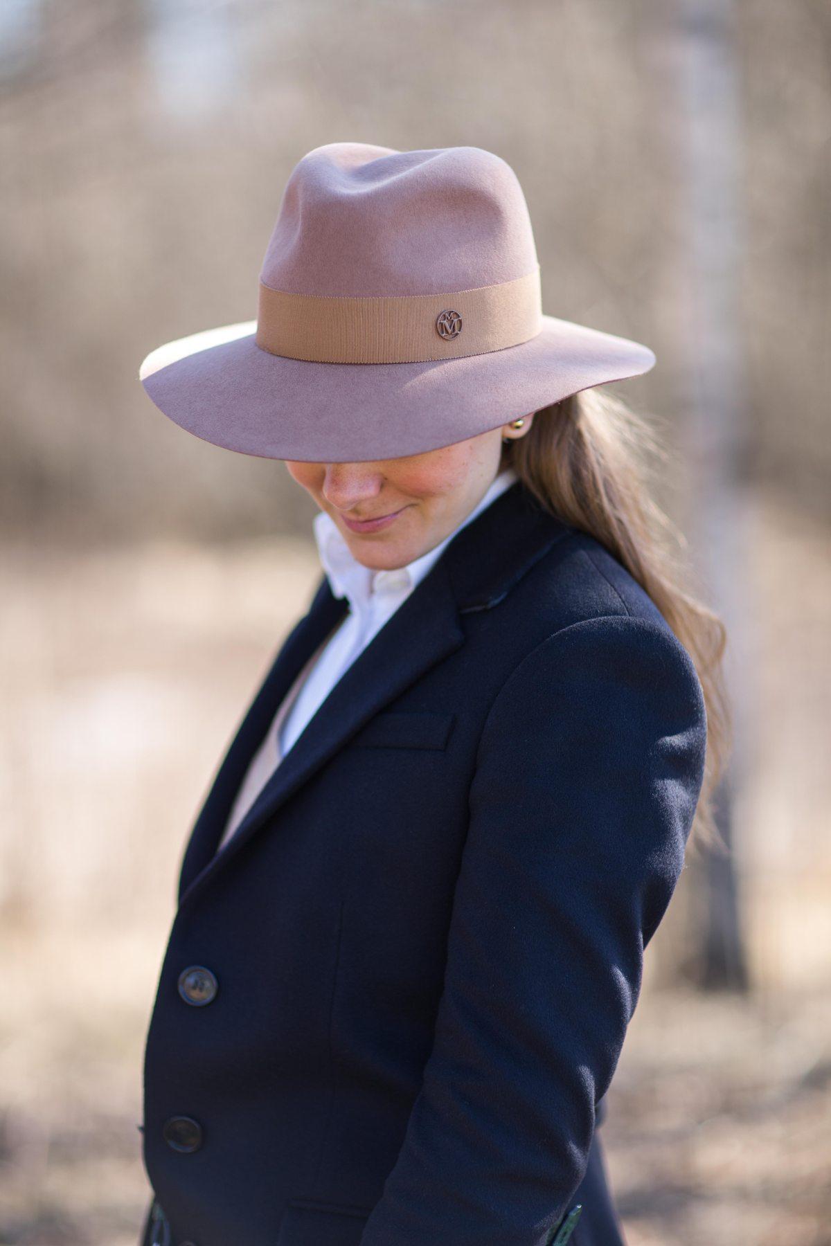 Maison Michel, Henrietta, camel, hat, Burberry coat, beige, шляпа, Мэзон Мишель, пальто Барберри
