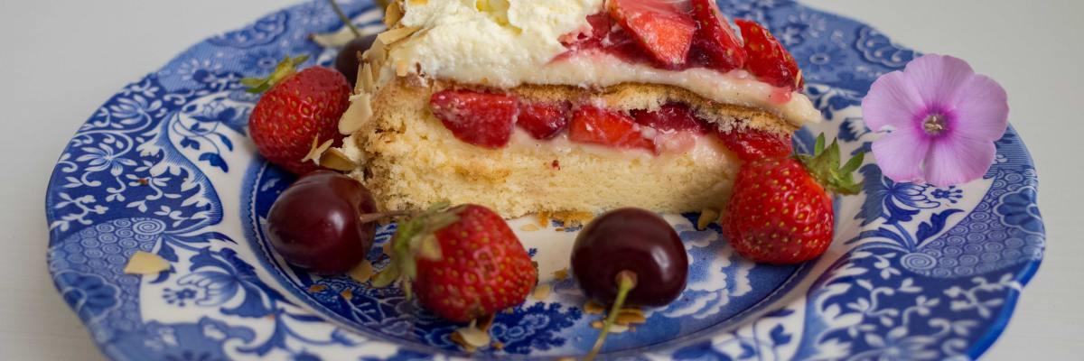 Swedish strawberry cake, baking, blog, recipe, jordgubbstårta, gräddtårta med jordgubbar