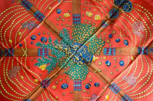 Chemins de Corail, Annie Faivre, Hermes scarf, carre, knot, knotting, tutorial, hermes carre, Hermes Schal, эрмес, платок, карре, как красиво завязать платок, how to wear a scarf