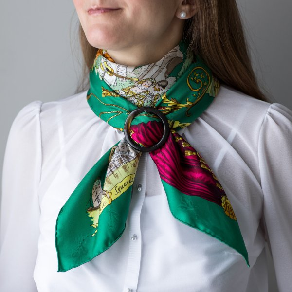 La Comedie Italienne, Philippe Ledoux, grail scarf, Hermes scarf, carre, knot, knotting, tutorial, hermes carre, Hermes Schal, эрмес, платок, карре, как красиво завязать платок, how to wear a scarf