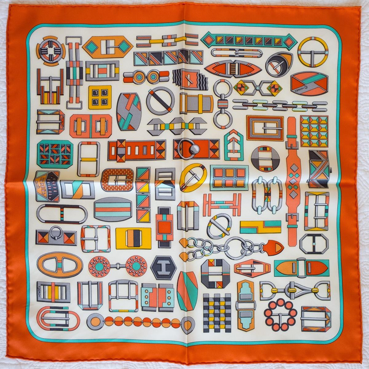 Carre en Boucles, Virginie Jamin, carre, knot, knotting, tutorial, hermes pocket square, hermes gavroche, hermes carre, Hermes Schal, эрмес, платок, карре, как красиво завязать платок, how to wear a scarf