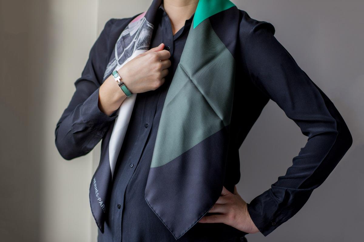 La Serpentine de Pierre Charpin, Hermes bracelet, Pierre Charpin, Hermes scarf, carre, knot, knotting, tutorial, hermes carre, Hermes Schal, эрмес, платок, карре, как красиво завязать платок, how to wear a scarf
