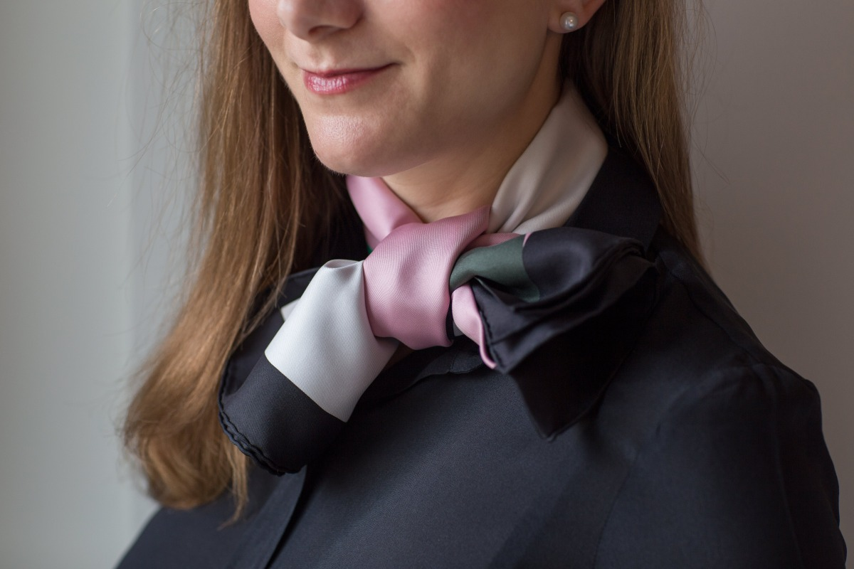 La Serpentine de Pierre Charpin, Pierre Charpin, Hermes scarf, carre, knot, knotting, tutorial, hermes carre, Hermes Schal, эрмес, платок, карре, как красиво завязать платок, how to wear a scarf
